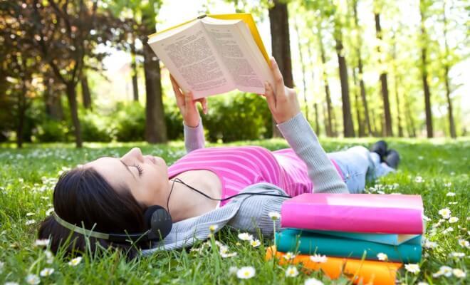 درس خواندن در پارک