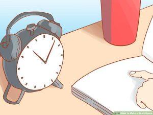قرار دادن ساعت بر روی میز تحریر