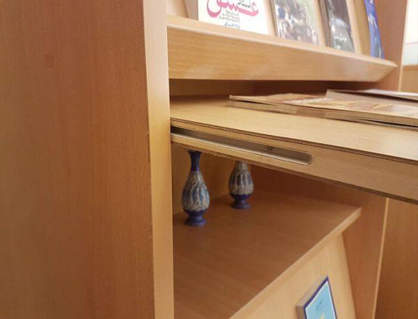 قفسه کتاب و مجلات گنجینه