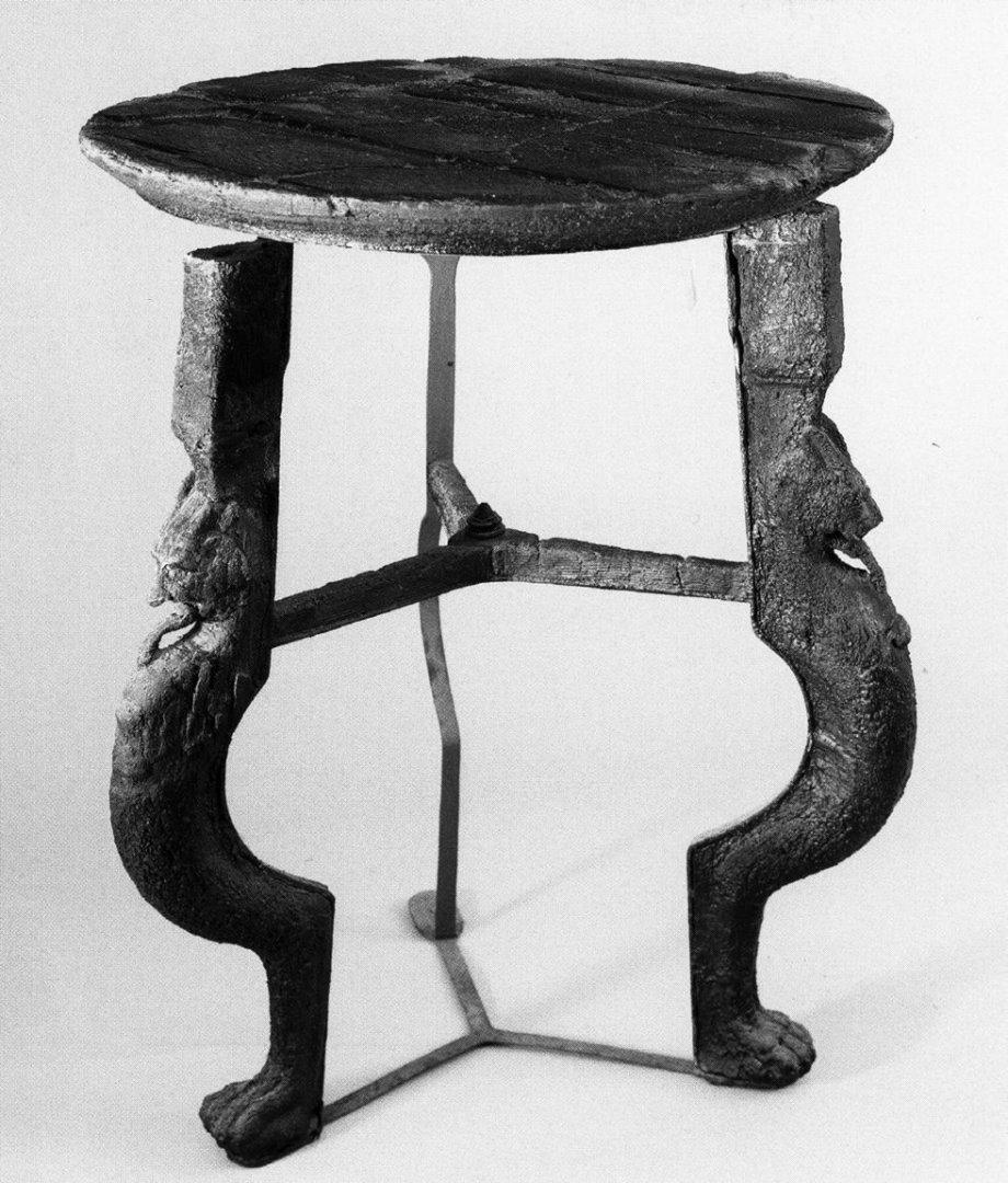 پایه های میز های قدیمی